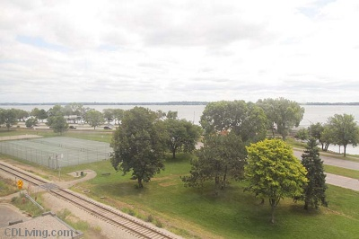 Diplomat Apartments: On Lake Monona