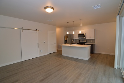Oakland on Monroe - The Regent - 1 Bedroom / 1 Bath