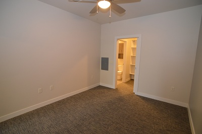 Oakland on Monroe - The Grant - 1 Bedroom + Study