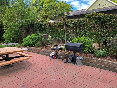 Cardinal Apartments - BBQ/Picnic Area